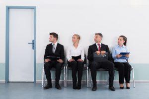 宅建と行政書士、就職に有利になるのは?